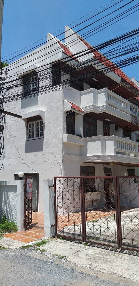 Shophouse in Pratumnak close beach - Commercial -  -