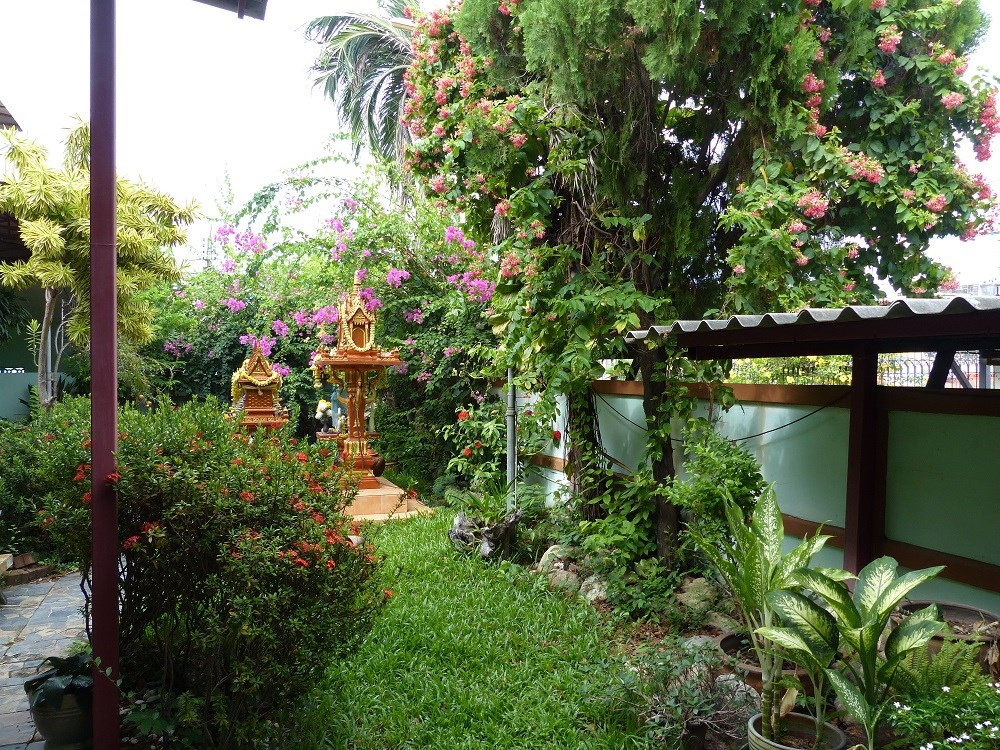 Guesthouse in the City of Pattaya - Commercial - Thappraya -