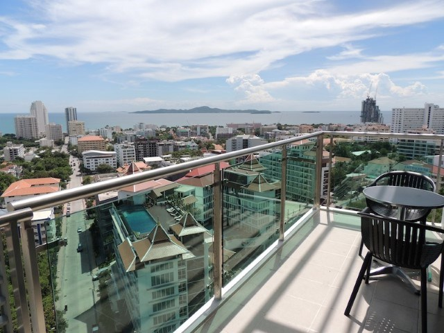 Siam Properties Pattaya Co.Ltd the axis condo  to rent in Pratumnak Pattaya