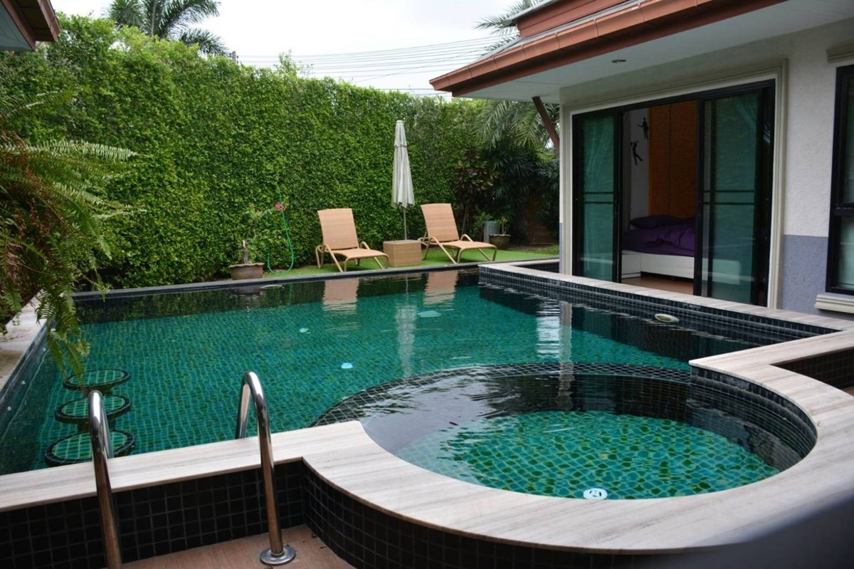 Ban Dusit Pattaya Lake Village - House - Jomtien East - Ban Amphure