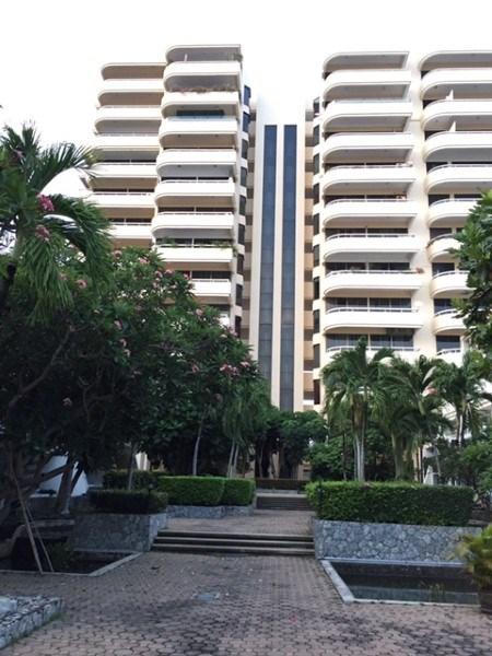 pic-11-Siam Properties Co.Ltd. beachfront duplex penthouse Condominiums for sale in Na Jomtien Pattaya