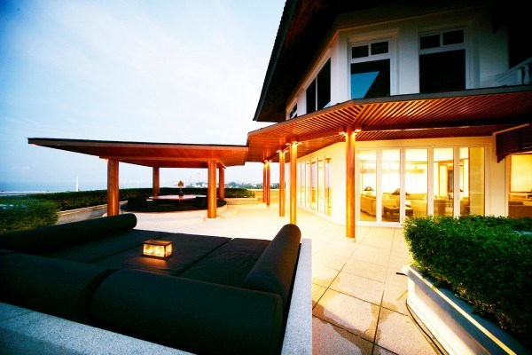 large three bedroom condo on beach road to rent in Central Pattaya Pattaya